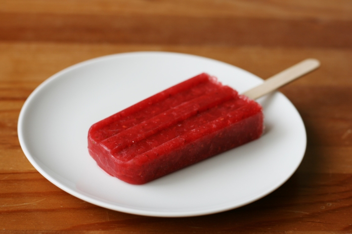 Strawberry raspberry homemade popsicles on alickofsalt.com